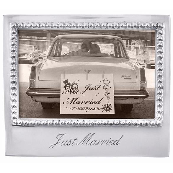 The original JUST MARRIED Statement frame for 6x4 prints by Mariposa®