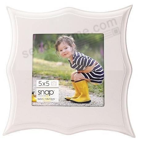 WHITE POINTED SCALLOP 5x5 frame by SNAP®