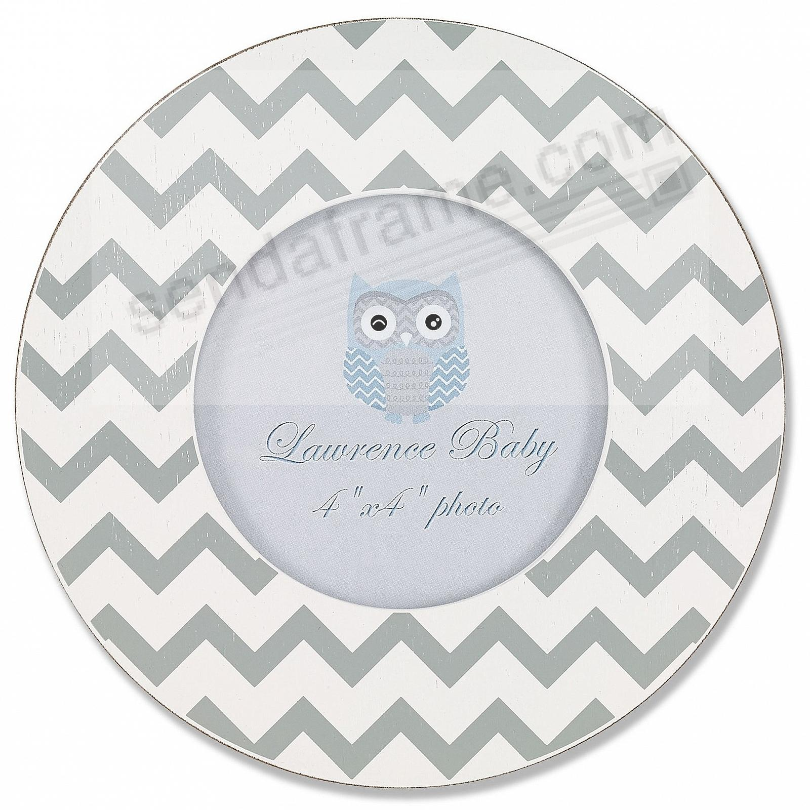 WHITE/GRAY Distressed Chevron 4x4 by Lawrence®